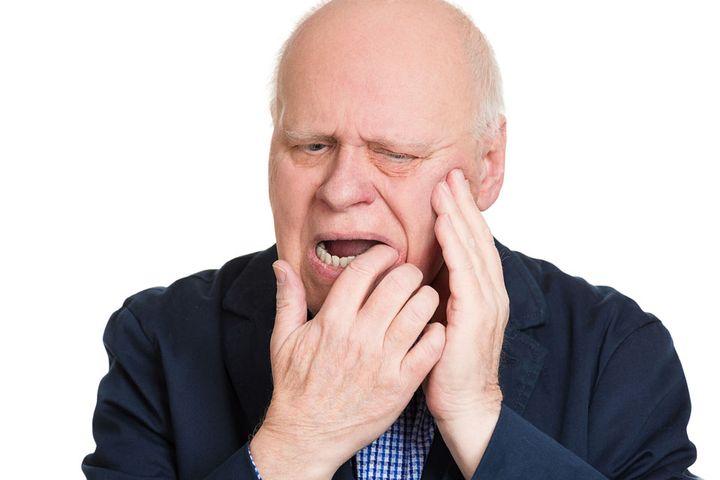 Боль в десне после лечения зубов