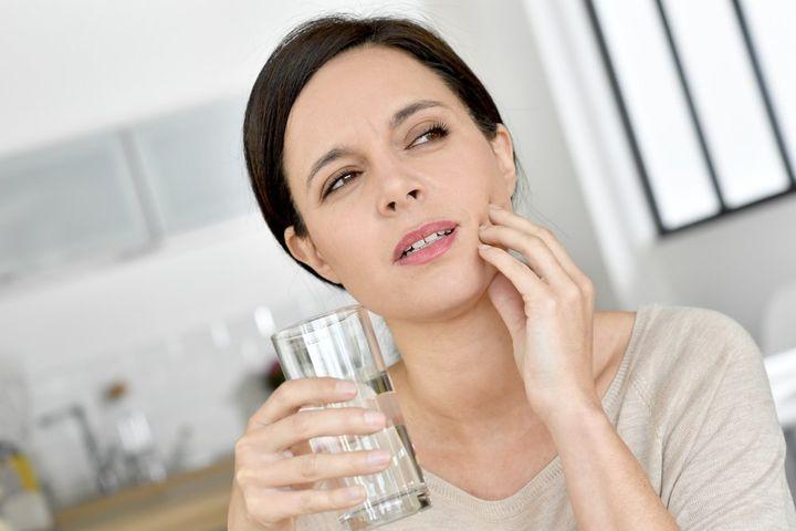 Опухла щека после удаления зуба: что делать