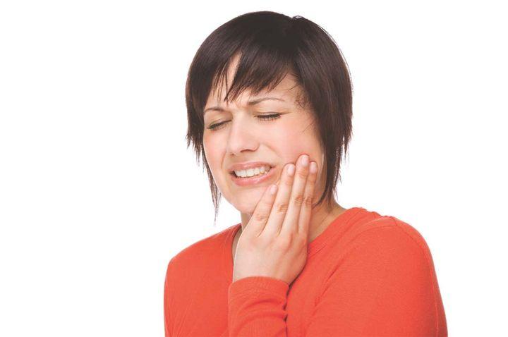 Поставили пломбу, а зуб болит - что делать