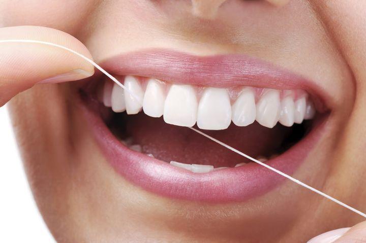 Как правильно пользоваться зубной нитью