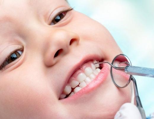 Нужно ли лечить молочные зубы у детей