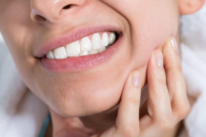 Когда перестанет болеть десна после удаления зуба мудрости
