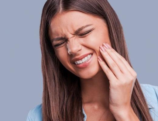 Что делать, если зуб мудрости растет в щеку