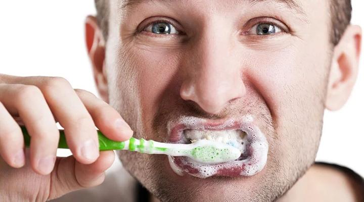 Зачем чистить зубы