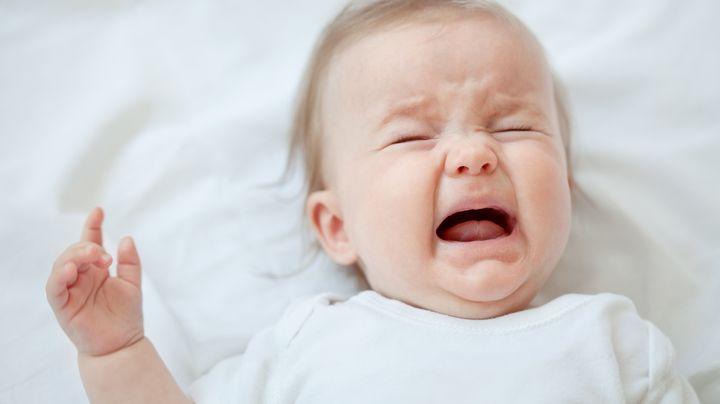 Грудничок плачет