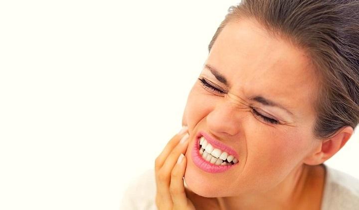 Болезненность зубов и десен при месячных