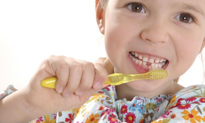 Чистка молочных зубов